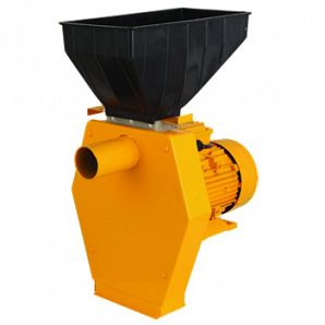 Feed crushing machine